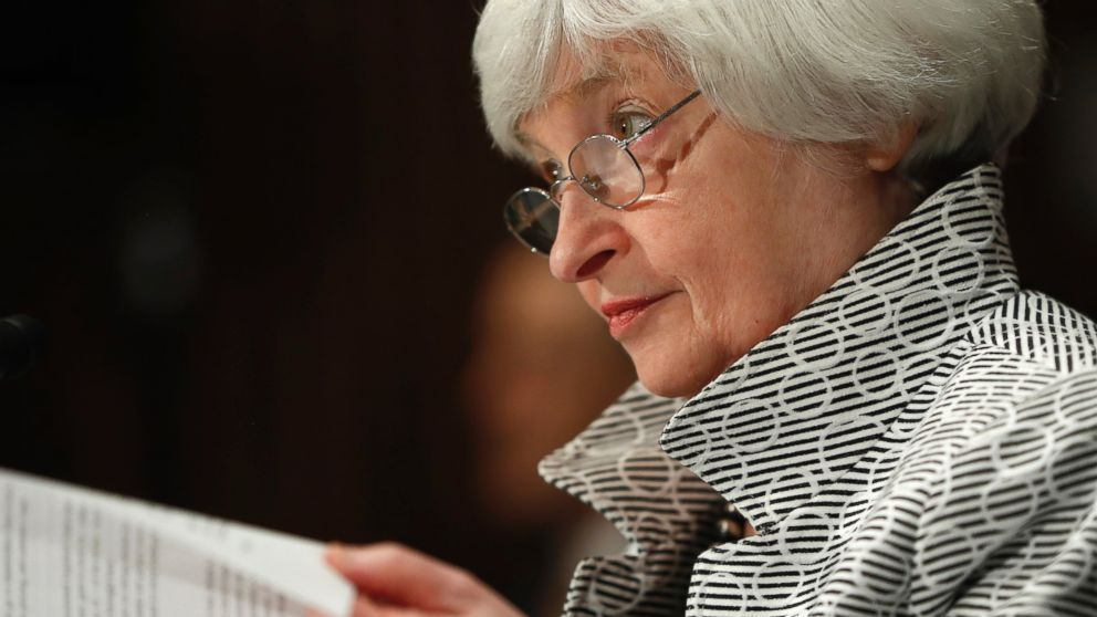 Fed keeps key interest rates unchanged amid low inflation
