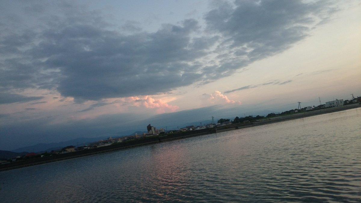 昨日バス釣りしてたら「絶対ラピュタあるだろ!?」って雲があった笑