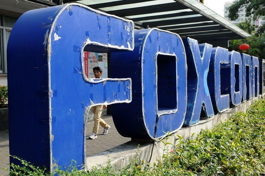 Trump hails $10 bn investment from Apple supplier Foxconn