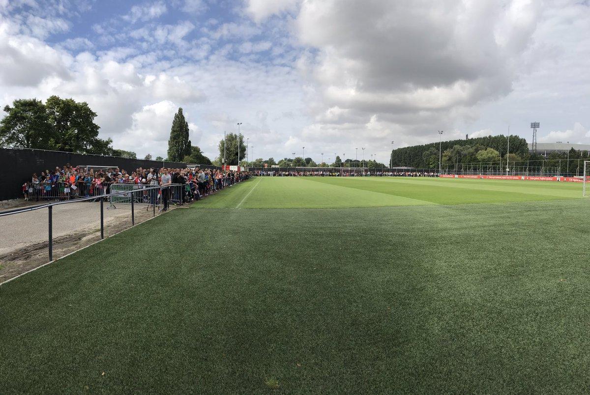 test Twitter Media - Het staat vol met supporters op Varkenoord. Het is bijna tijd voor de training van Feyenoord! ⚽️ https://t.co/QAshlFY7Kp