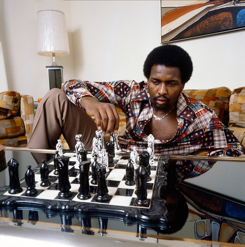 Moses Malone lounges in his Houston home during a Jan. 1979 SI photo shoot. https://t.co/lSsuNbFNtL