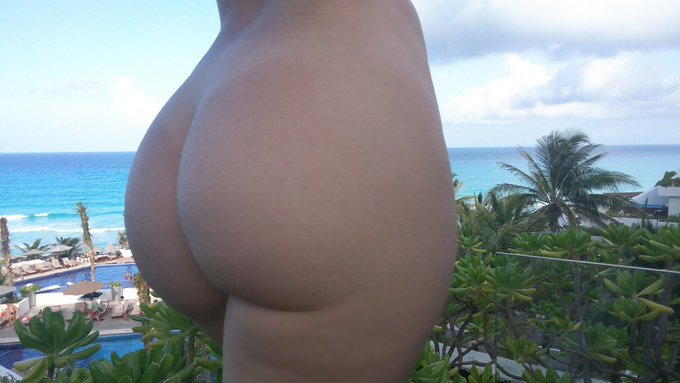 My naked ass + the view from my room in Cancun, Mexico 🌴🍍🌊 https://t.co/ShA7yxI3Pl