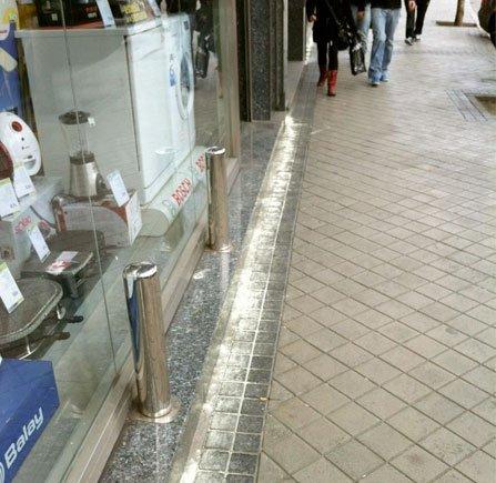 El azufre en la calle es inútil, sucio y peligroso para niñ@s y mascotas #DENUNCIA ante las autoridades municipales