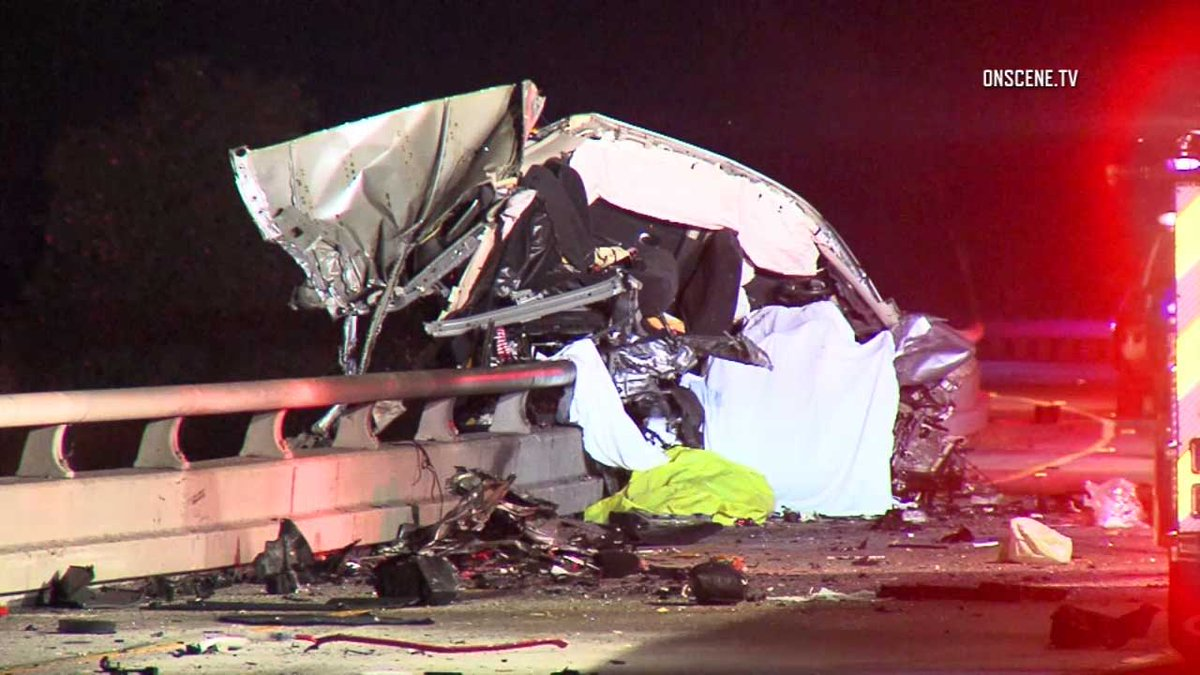 3 killed after wrong-way driver slams into another car on 101 Freeway in Ventura