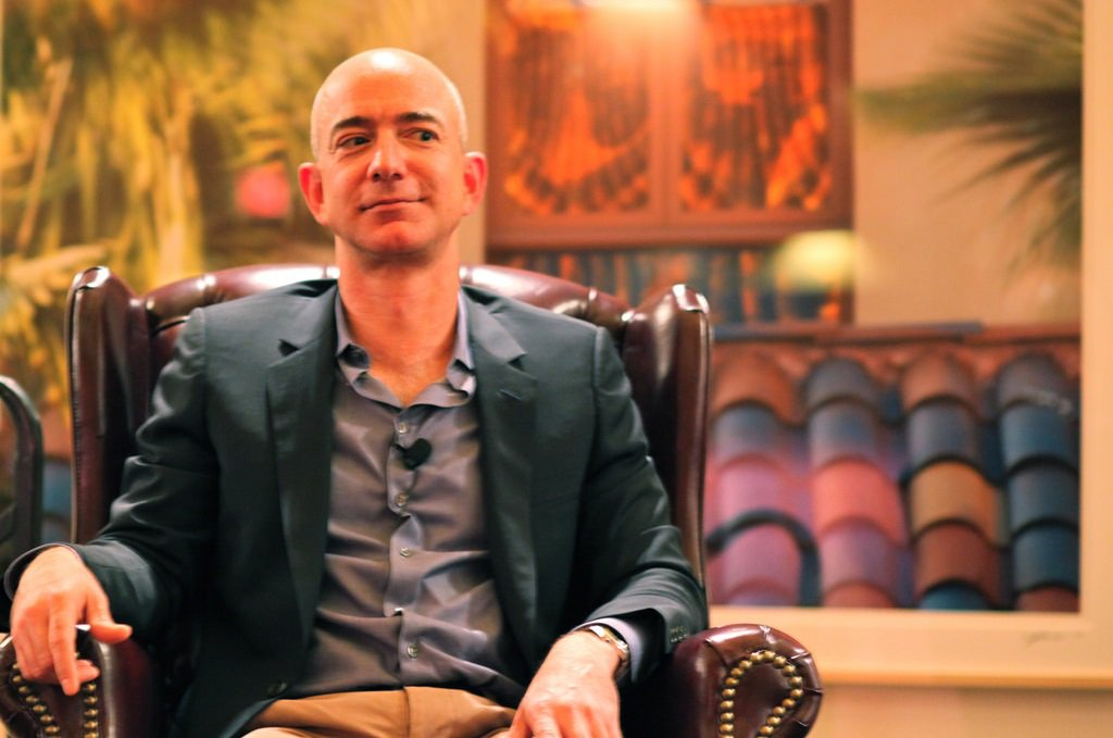 Jeff Bezos, da Amazon, ultrapassa Bill Gates como homem mais rico do mundo »