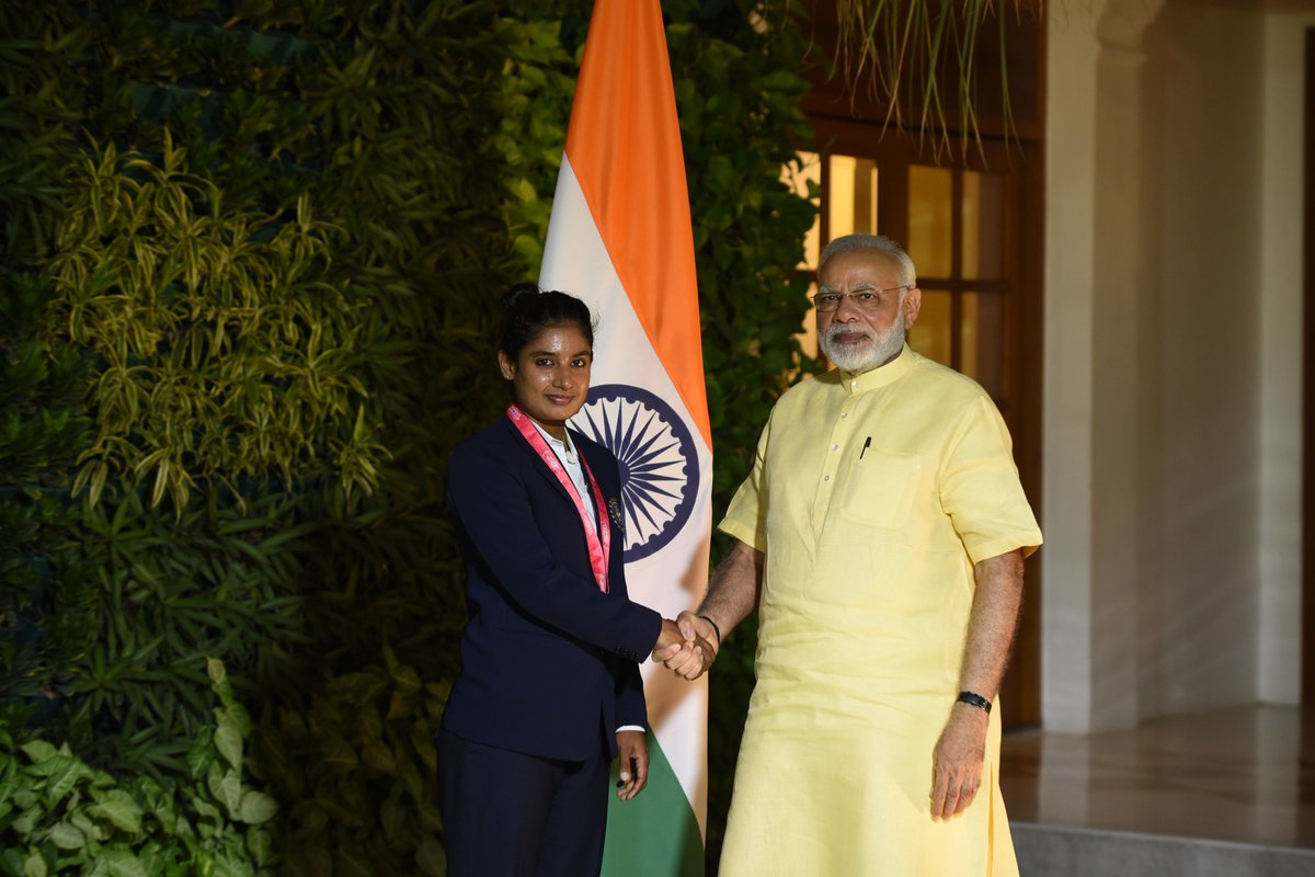 Delighted to meet the proud skipper of a proud team, @M_Raj03. Congratulated her for her leadership and her game.