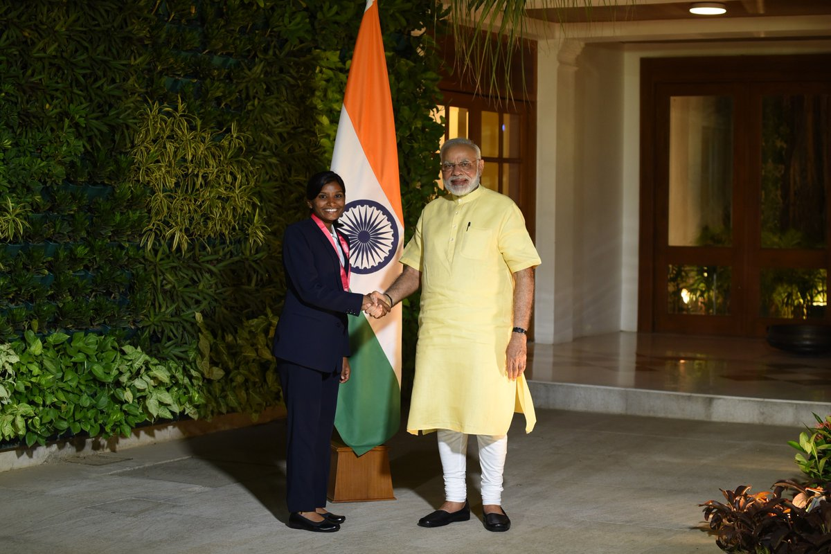 Appreciated Rajeshwari Gayakwad's consistent bowling in the World Cup. Delighted to meet her today.