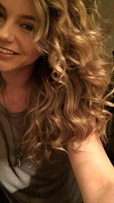 Curly hair- don't care https://t.co/tzU94KArKE