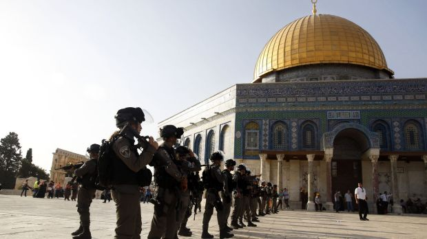 Muslims return to Al-Aqsa mosque to pray after Israel removes barriers