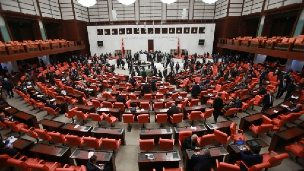 Turkey parliament strips two pro-Kurdish MPs of status