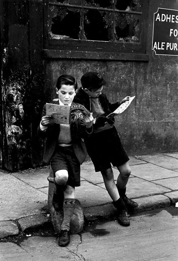 Très belle #photo d'antan signée Thurston Hopkins pour célébrer #VendrediLecture : que lisez-vous ? https://t.co/uEwx6fBLLY