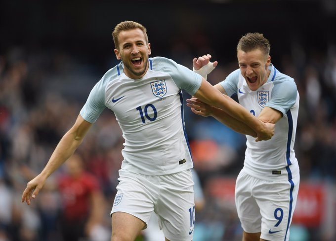 England striker Harry Kane is 24 today!  to wish him happy birthday!