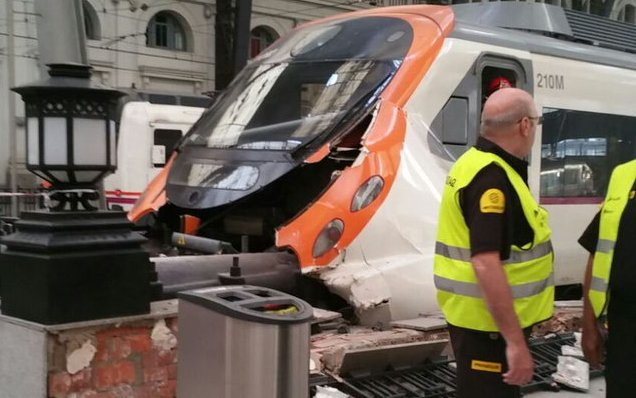 Spain: At least 48 injured in commuter train crash in Barcelona station