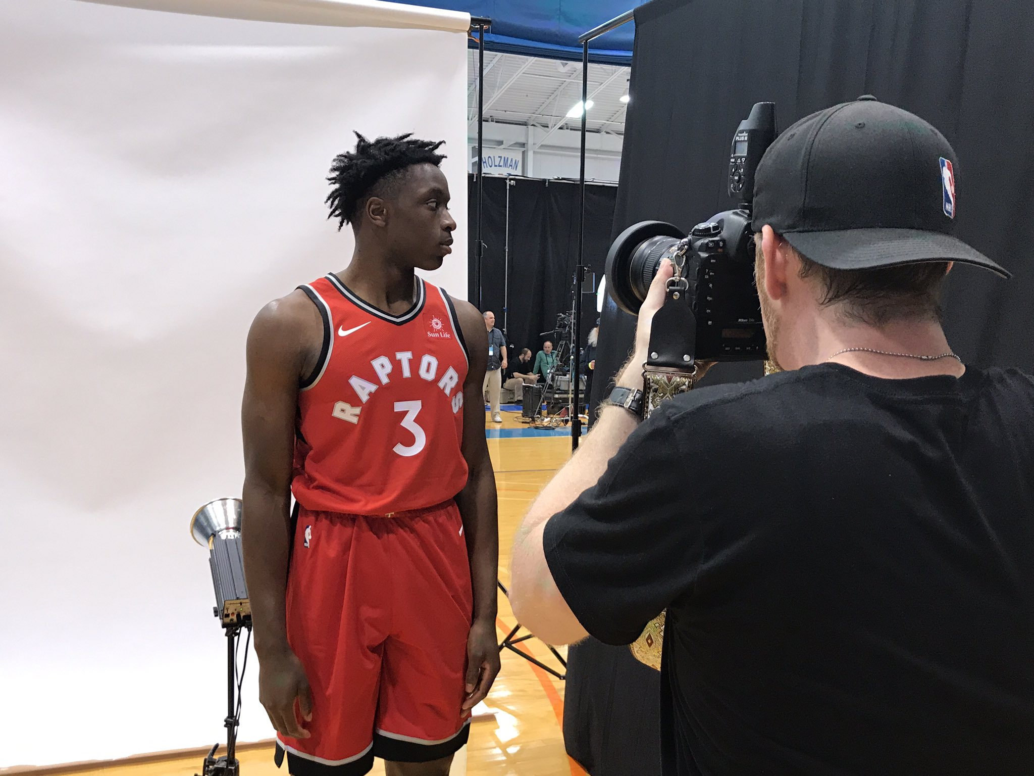 The @Raptors' @OAnunoby gets portraits shot by @babsphoto at #PaniniNBARookie shoot! https://t.co/vzOWPh5eXa