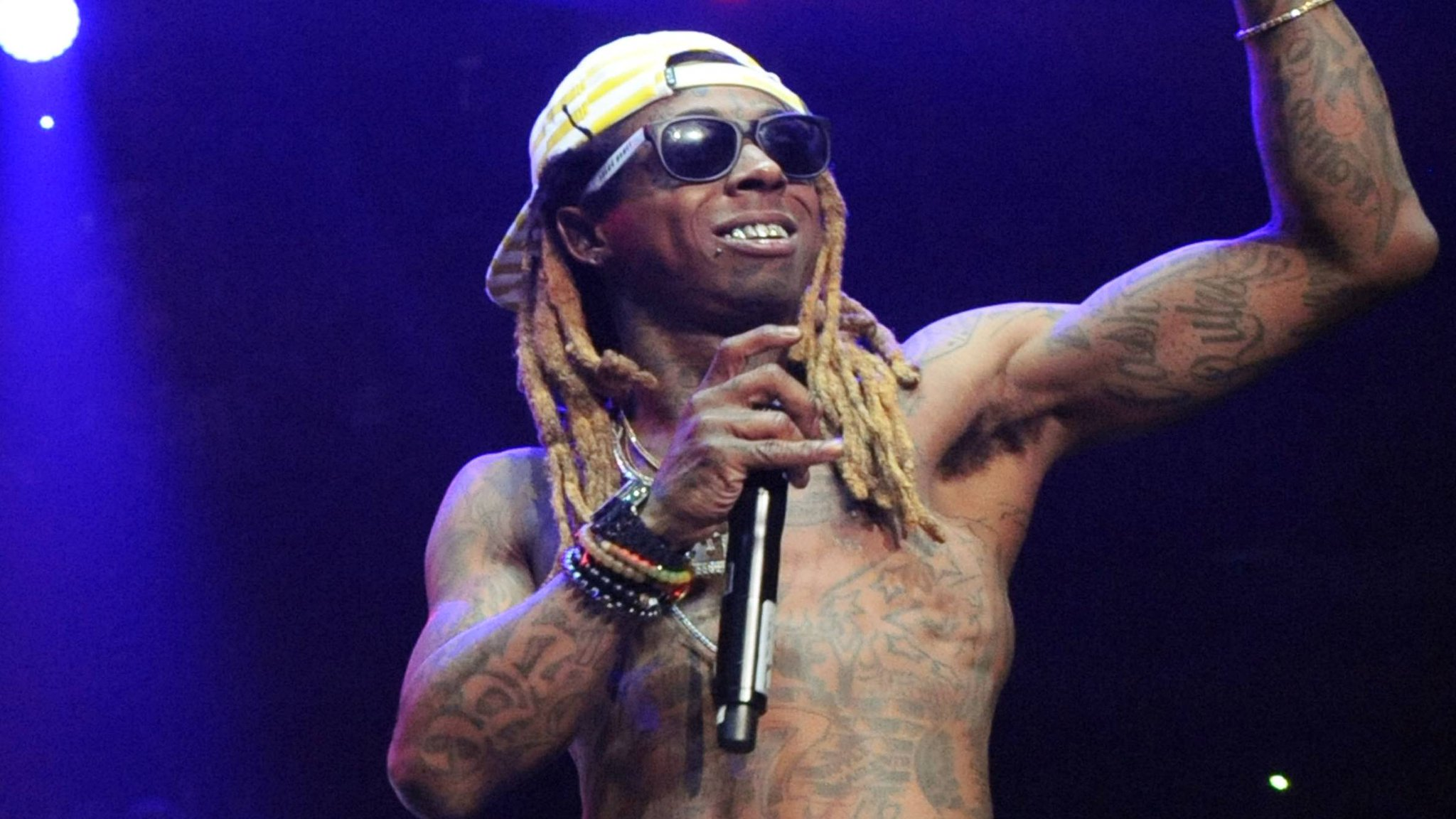 Lil Wayne dives into house music on his latest song 'Like A Man.' https://t.co/z4SqvyuOpU https://t.co/e9TBXsVCk1