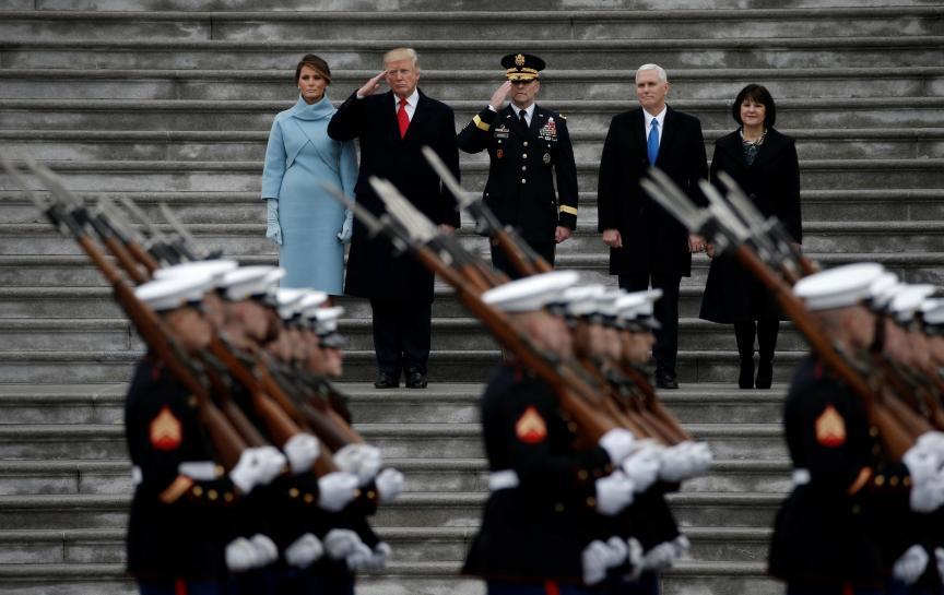 Transgender military personnel sue Trump over service ban