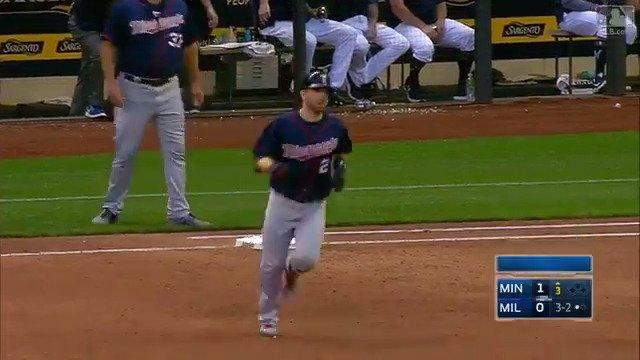 .@BrianDozier prefers home runs. https://t.co/NmeC2i31uj