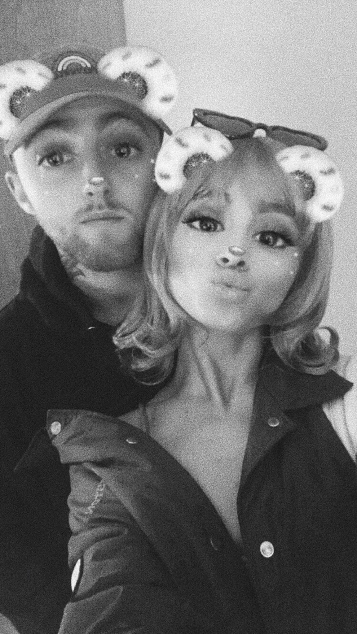 So in love with @MacMiller + @ArianaGrande �� https://t.co/lbmL8y4lwR