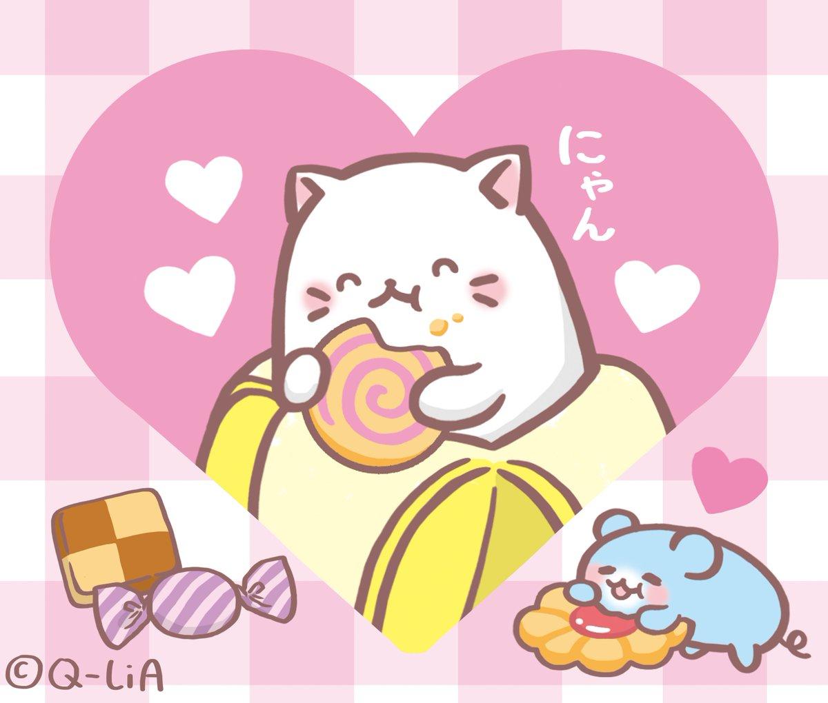 8月10日は #ハートの日  にゃ!! ばなにゃはお菓子を食べて気分はハート気分!!みんなにハッピーをおすそわけするにゃ