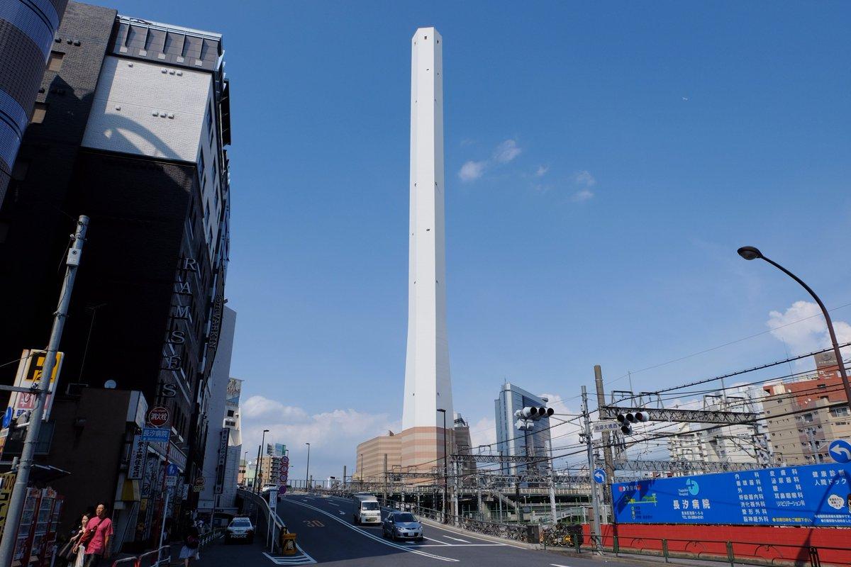 豊島清掃工場1999年、池袋マンモスプールの跡地に建設される。煙突の高さは210mで、都内の工場煙突としては最も高い。新