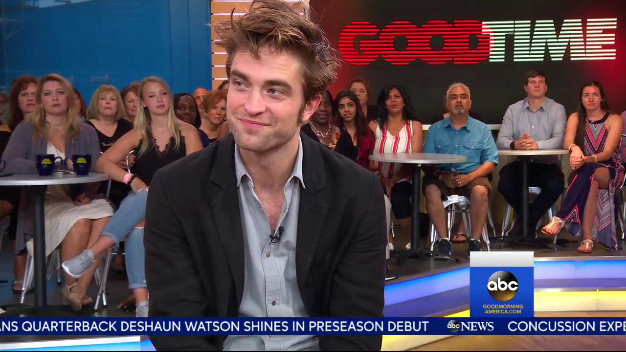 WATCH: Robert Pattinson talks about his new movie 'Good Time' and more with @MichaelStrahan. https://t.co/jGJ0mfxdGD https://t.co/60bNmpZ9pu