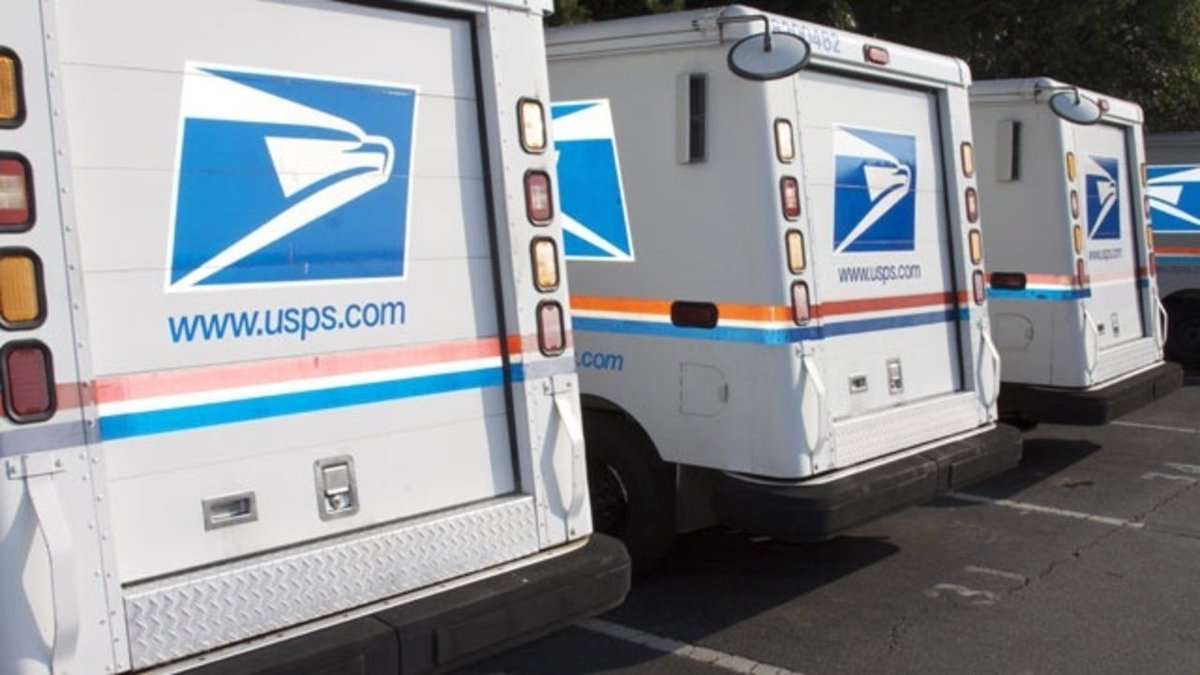 Detroit mail carrier arrested for depositing customers' checks into her bank account