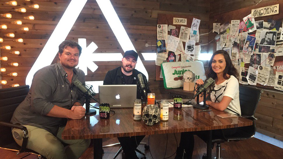 .@THEDerekMiller joins @JessicaChobot & @andrewbowser on today's @Bizarre_States https://t.co/mtRwfAFfDs https://t.co/O2n1L5iwqS