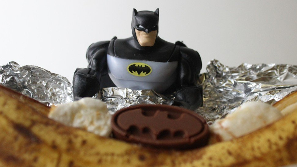Happy #SmoresDay, one and all! Celebrate with this #Batman-themed campfire recipe https://t.co/HY9gigao8A https://t.co/TOMwAIonCS