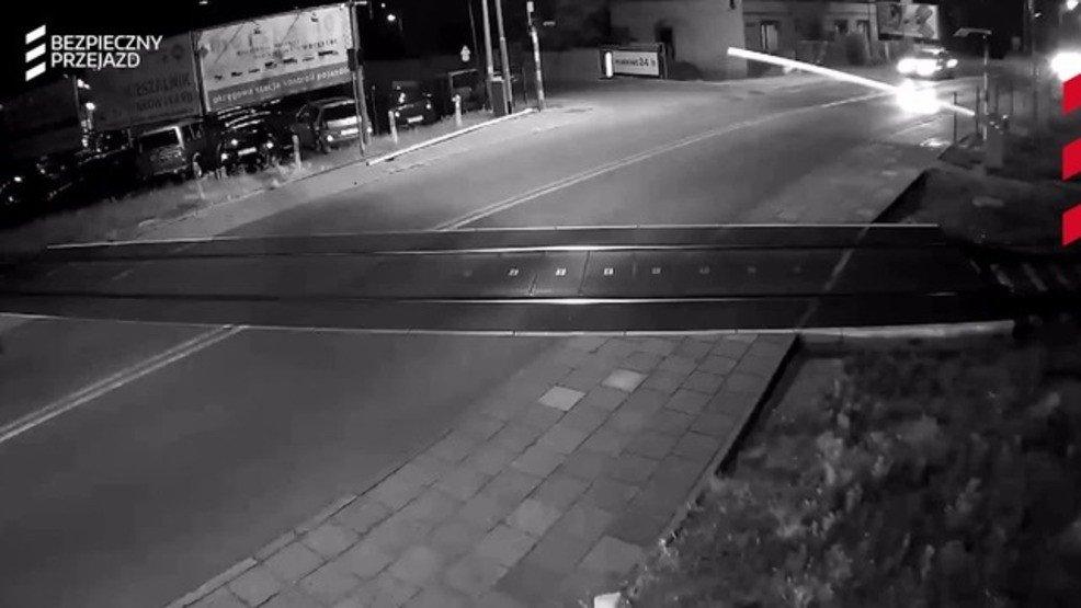 VIDEO: Near tragedy in Poland when car crosses tracks before train