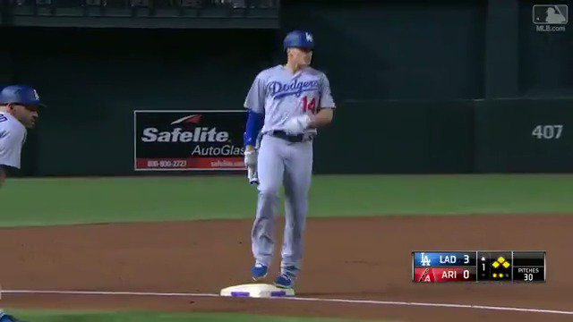 Clear the bases, @kikehndez! �� #LetsGoDodgers https://t.co/XBb0ygXSch