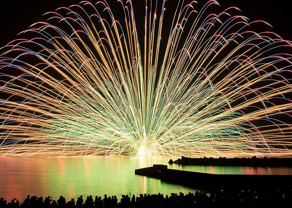 今日は夏コミ1日目ですが、福井県酒井市では今夜、アニメ「グラスリップ」にも登場してた三国花火大会が開催されます。一昨年に