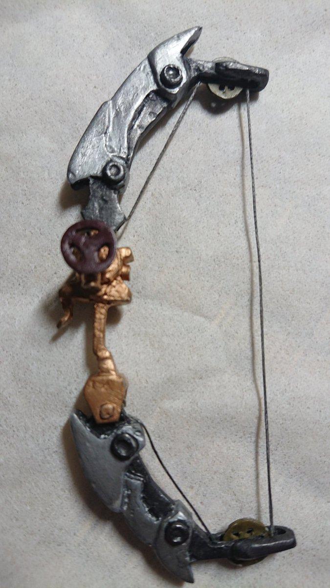 手のひら蒸気弓の本体ができました。造りはじめてから大分時間がたってしまいましたが何とか形になって良かった…#kabane