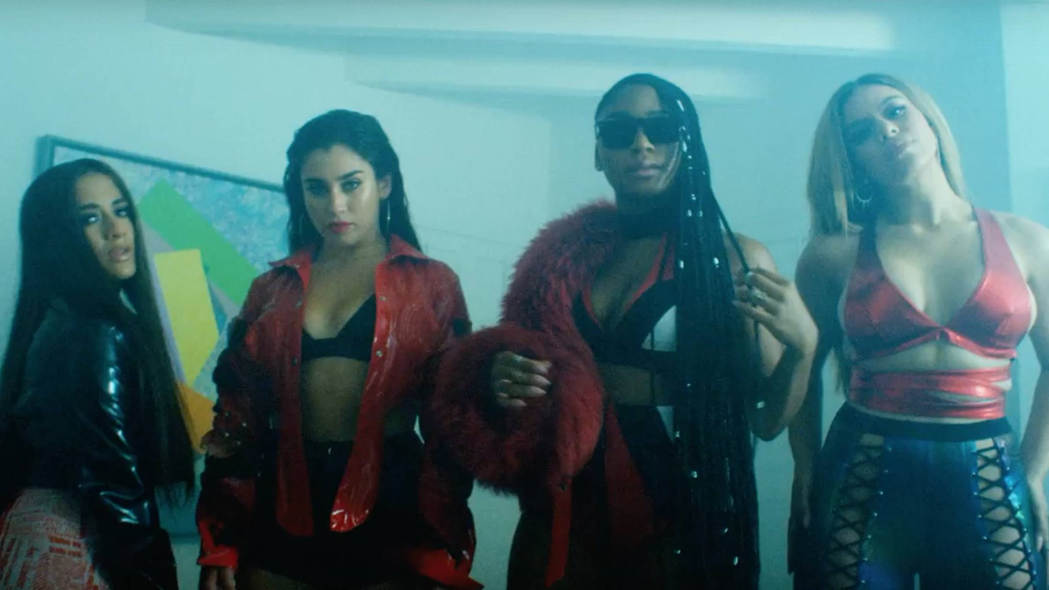 �� @FifthHarmony's #AngelVideo is an absolute dream: https://t.co/eDduHhmLhy https://t.co/1ukfn0ut2j