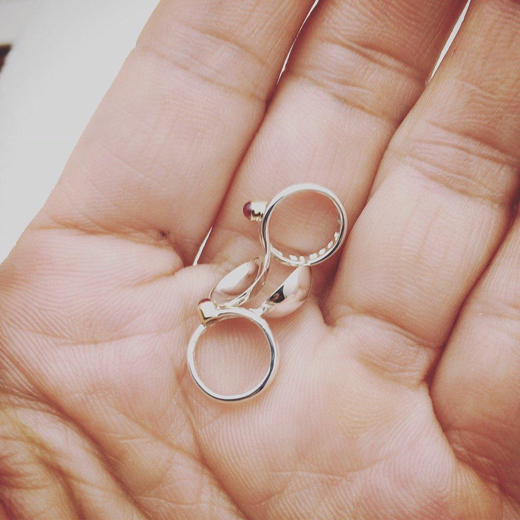 サイズも生まれた日も同じ。違うのはお名前だけの二本のベビーリング。双子ちゃんかな#babyring  #twins #s