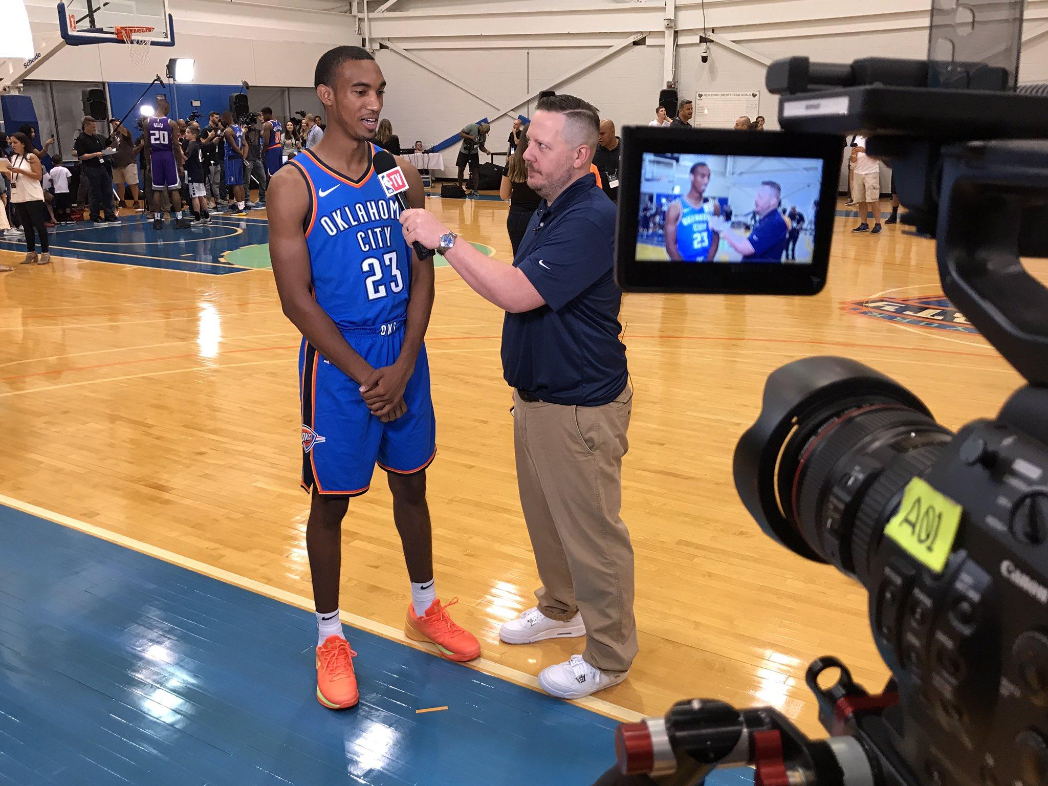 The @okcthunder's @the2kferguson with @langwhitaker! #PaniniNBARookie  ��: @NBATV 4pm/et https://t.co/7AXvvjQfym