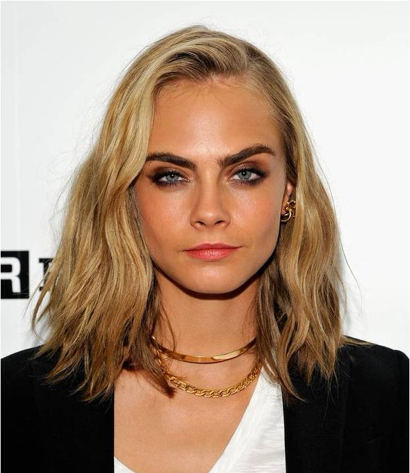 Happy Birthday Cara Delevingne. Visit our blog to see the model\s hair evolution: