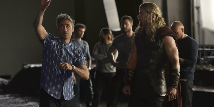 Thor: Ragnarok Director Wishes Chris Hemsworth a Happy Birthday -