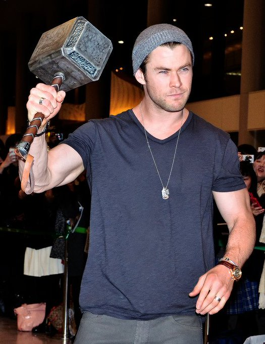 Happy birthday Chris Hemsworth!!!!!!!! have an amazing time being 34 :)
