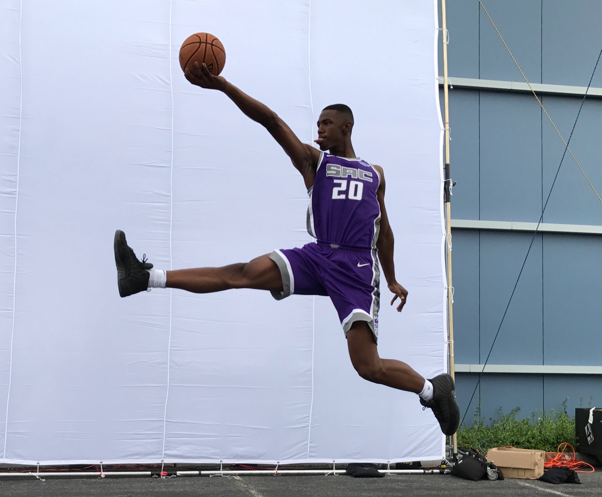 The @SacramentoKings' @HGizzle1 gets UP for his #PaniniNBARookie shoot! https://t.co/DBGYySe2m7
