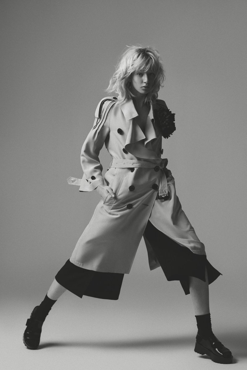 Our silk @Burberry trench coat with ruffle detail featured in @BazaarBr, photographed by Paulo Ferreira https://t.co/rLkSaeA1Bg