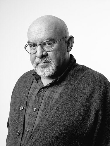 Wishing a very happy birthday to the amazing Stuart Gordon! ¡Feliz cumpleaños Sr.