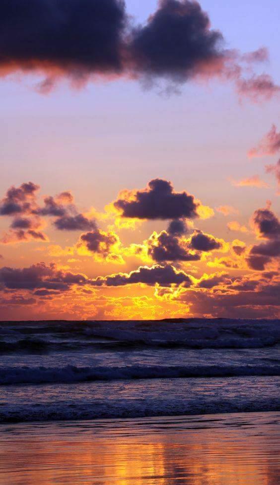 ...tutto combacia ... una miscela di colori si compone ... così inizia la fine di un giorno ... il tramonto...❤ https://t.co/cNnBCg0wfF