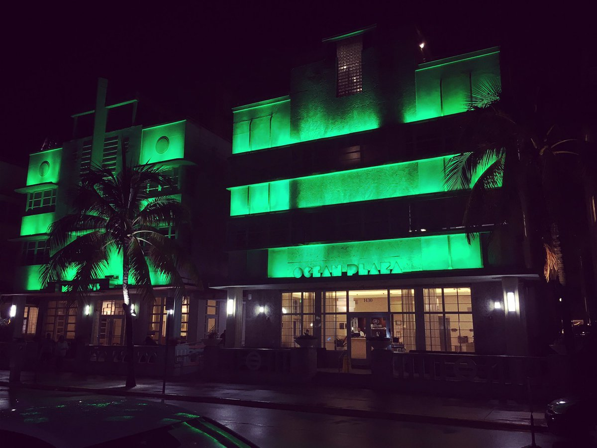 #Nightwalk on #OceanDrive #MiamiBeach #bars & #hotels