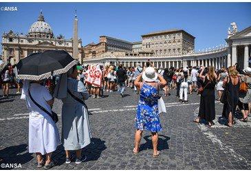 Pope Francis at Angelus: Gospel joy opens hearts