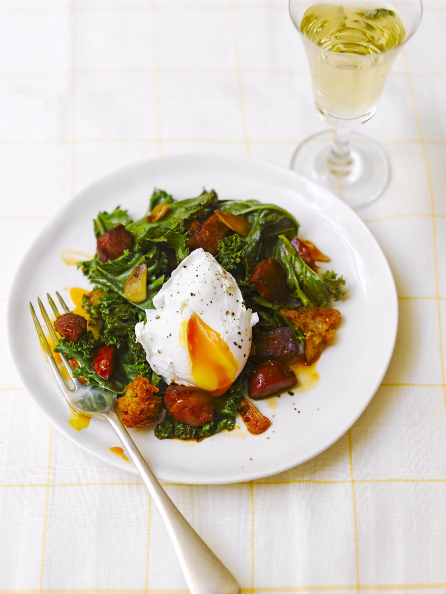 Eggs for dinner? Yes please! Plus kale, chorizo & croutons, all ready in only 15 mins... ???? https://t.co/KqFaOmPSLV https://t.co/H3am94RALG