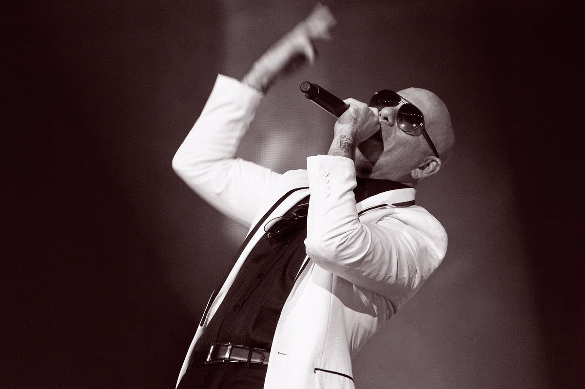 Vegas, let's do it all again this Wednesday #PitbullVegas https://t.co/FQZhnQlenW https://t.co/L46iFYMf7s