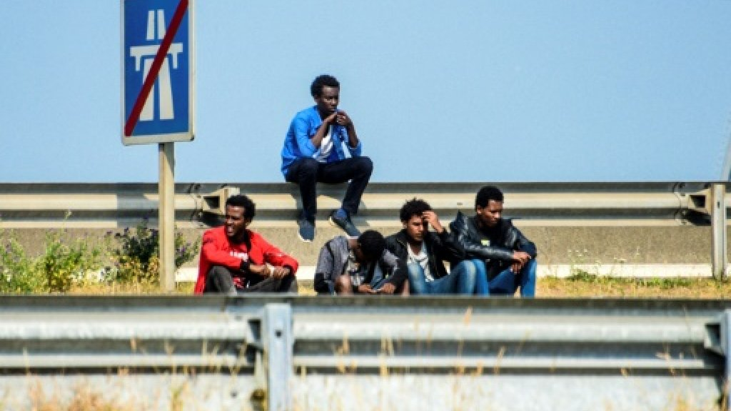 French government ordered to supply water for Calais migrants