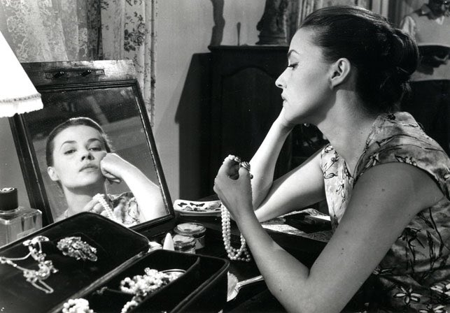 Jeanne Moreau in Louis Malle's 'The Lovers' RIP 9ZXB4w4Vfz