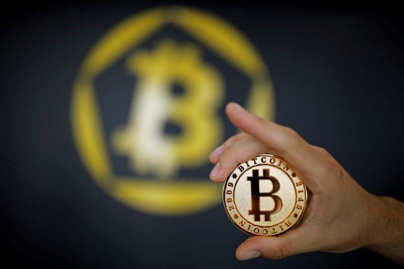 Bitcoin technology faces split, may create clone virtual currency