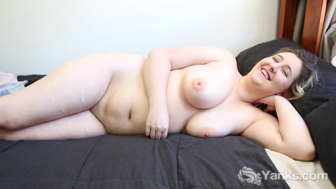 #Blonde #BBW @Mikki_Mischief is an #exhibitionist (https://t.co/E977z6q2HZ) and loves being naked on